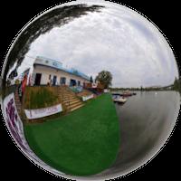 Kąpielisko Glinianki to naturalny akwen z trzema jeziorkami. Na terenie kąpieliska znajdują się stoły do gry w tenisa stołowego, boisko do piłki nożnej, boisko do piłki siatkowej, oraz szałas góralski z grillem.