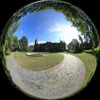 Zespół pałacowo-parkowy w Pławniowicach znany przede wszystkim jako Pałac Ballestremów. W rachunkach dworu króla Władysława Jagiełły z 1393 roku znajduje się wzmianka, że w Pławniowicach znajdowała się warownia obsadzona przez polskie rycerstwo pod dowództwem Piotra Szafrańca herbu Starykoń.
