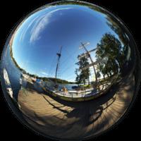 Jest jedną z największych jednostek pływających o napędzie żaglowym na polskich wodach śródlądowych. Jest dwumasztowym żaglowcem otaklowanym jako brygantyna.