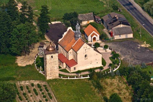 Krzyworzeka. Kościół parafialny pw. śś. Piotra i Pawła