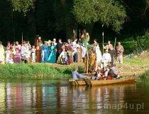 Konopnica. IV Europejskie Święto Bursztynu - Przeprawa przez rzekę. (fot. Łukasz Konieczny)