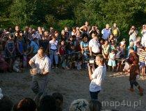 IV Europejskie Święto Bursztynu. Sianie bursztynu na plaży. (fot. Łukasz Konieczny)