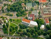 Wieluń. Dawny zespół klasztorny Bernardynek – Muzeum Ziemi Wieluńskiej (fot. Kacper Dondziak)