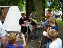 Wieluń. Europejskie Święto Bursztynu - W dybach. (fot. Jakub Wawrzyniak)