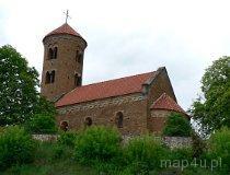 Inowłódz. Kościół pw. św. Iddziego. Murowany, romański kościół ufundowany w 1086 r. przez króla Władysława Hermana. (fot. Renata Leśniak-Kordzińska)