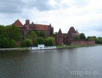 Malbork. Widok na Zamek Krzyżacki z nad brzegu Nogatu (fot. Piotr Wojtaszek)
