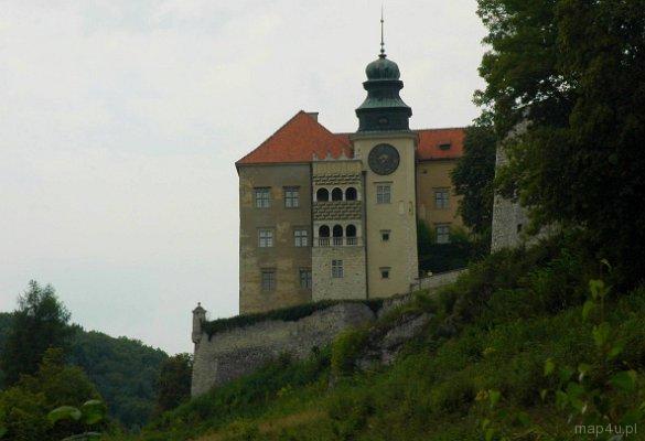 Pieskowa Skała. Zamek widziany spod Maczugi Herkulesa