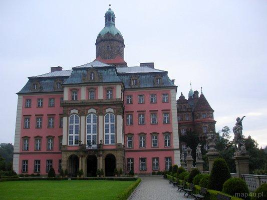 Wałbrzych. Zamek Książ. Widok na Zamek Główny z dziedzińca honorowego