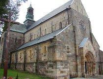 Sulejów. Kościół pw. św. Tomasza Kantuaryjskiego, z I poł. XIII w. (fot. Paulina Gajzler)