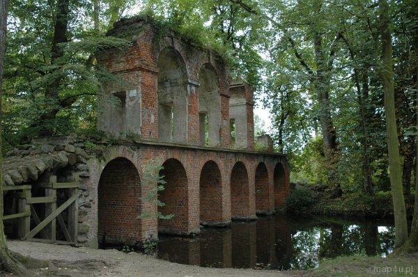 Arkadia, Park romantyczny, akwedukt.