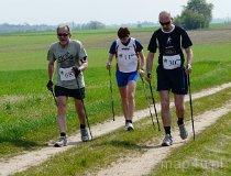 Zawody I Mistrzostw Regionu Wieluńskiego Nordic Walking w Gaszynie. (fot. Magdalena Kopańska)
