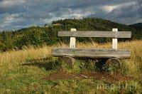 Gorczański Park Narodowy. Ławka na szlaku turystycznym w Gorcach