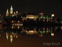 Kraków. Królewski Zamek na Wawelu. Widok na wzgórze Wawelskie z mostu Dębnickiego (fot. Piotr Wojtaszek)