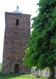 Krzyworzeka. Średniowieczna wieża dzwonna wybudowana z kamienia polnego w 1264 r. (fot. Renata Leśniak-Kordzińska)