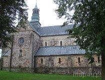 Sulejów-Podklasztorze. Widok na ścianę boczną kościoła. (fot. Karolina Pawlak)