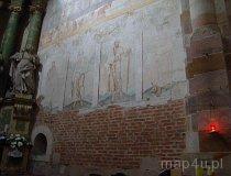 Sulejów-Podklasztorze. Malowidła ścienne na bocznej ścianie prezbiterium. (fot. Karolina Pawlak)