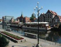 Bydgoszcz. Zabytkowe spichlerze widziane od strony rzeki Brdy (fot. Piotr Wojtaszek)