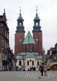 Gniezno. Widok z Starego Rynku na Bazylikę Archikatedralną pw. Wniebowzięcia NMP i św. Wojciecha (fot. Piotr Wojtaszek)