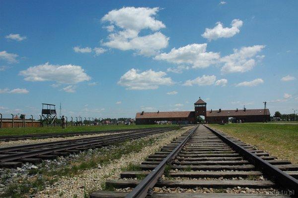 Brzezinka. Brama i rampa kolejowa w Hitlerowskim Obozie Koncentracyjnym