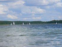 Jezioro Powidzkie. Jachty (fot. Łukasz Konieczny)