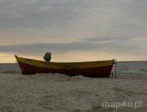 Kuter rybacki na plaży (fot. Łukasz Konieczny)