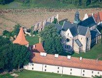 Sulejów-Podklasztorze. Widok na Opactwo Cystersów (fot. Kacper Dondziak)