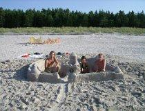 Budowanie zamku z piasku (fot. Jarosław Świerczyński)