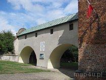 Konopnica. Kościół oraz mur pozostały po dawnym budynku klasztoru. (fot. Maciej Kronenberg)