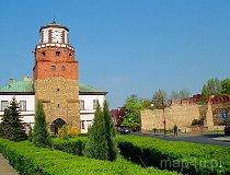 Wieluń. Brama Krakowska, obecnie wieża ratuszowa (fot. Marek i Ewa Wojciechowscy)